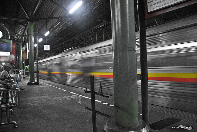 Living Gambir train station