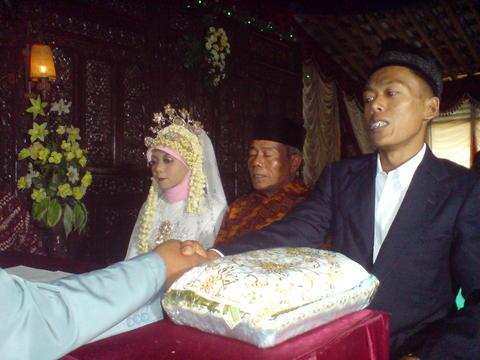Pernikahan Mas Kuniman dan Sumiyati