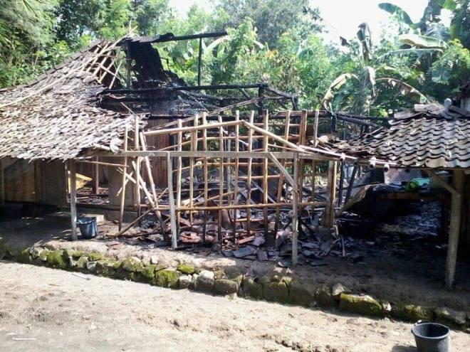 Rumah Bu Tini Hangus Dilalap Api