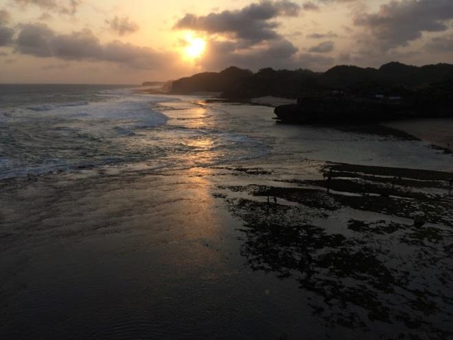 Sunset di pantai Nguyahan
