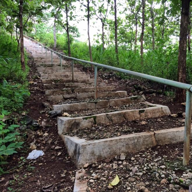 Jalan Setapak Menuju Petilasan Gunung Bagus, Desa Giring, Kecamatan Paliyan, Gunungkidul