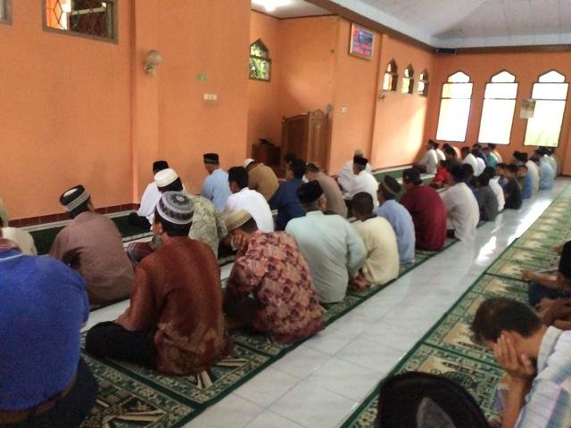 shalat gerhana di masjid ki ageng pemanahan desa grogol gunungkidul