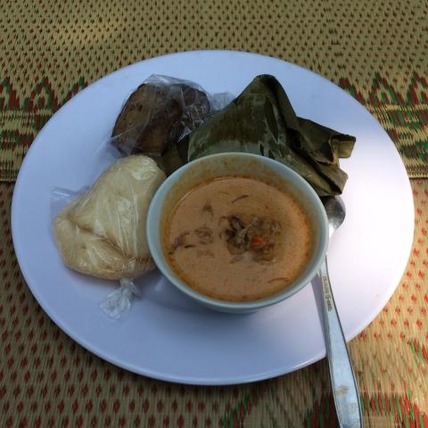 Sompil Disajikan Dengan Jangan Lombok, Tahu Tempe Bacem dan Kerupuk di Festival 1001 Sompil di Patuk - Gunungkidul