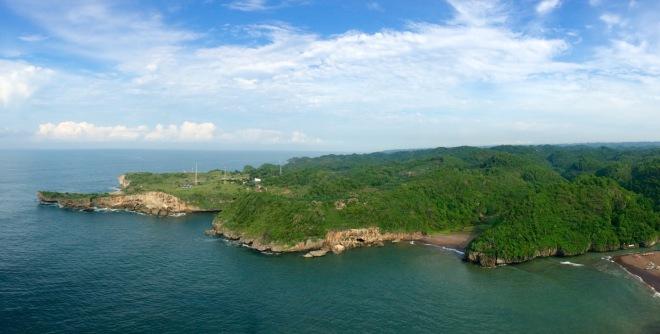 Keindahan Lanscape Pantai Selatan dari Menara Mercusuar Tanjung Baron