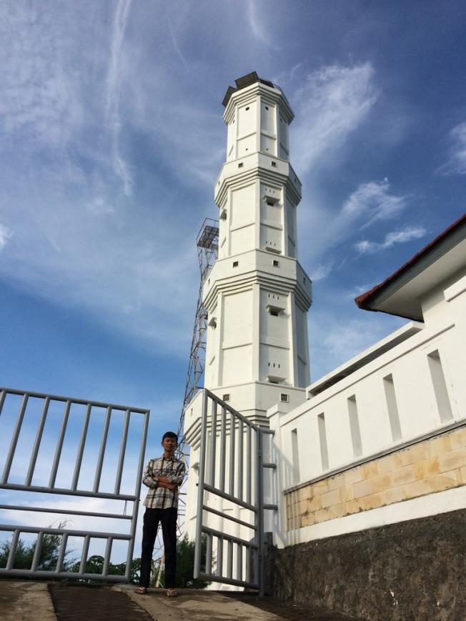 Menikmati  Pantai Selatan Mercusuar Tanjung Baron Jarwadi-menara-mercusuar-pantai-baron