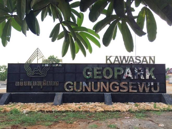 Kebun Batu (Stone Garden) Kawasan Geopark Gunungsewu