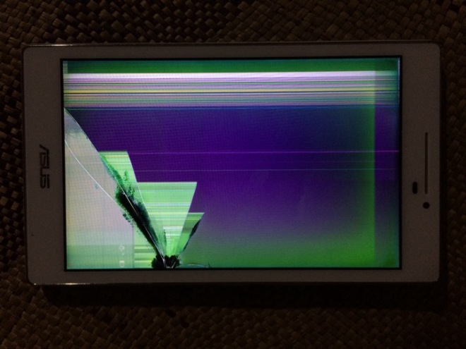 Layar LCD ASUS Zenpad 7 Z370 CG rusak pecah
