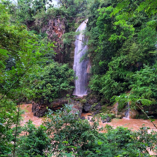 Air Terjun Slempret Dipotret dari Seberang Sungai Oya