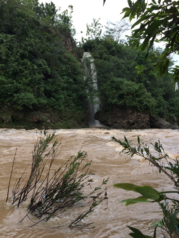 Air Terjun Slempret Dilihat dari Seberang Sungai Oya
