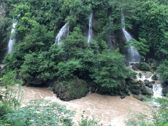 Air Terjun Sri Gethuk Dilihat dari Seberang Sungai Oya