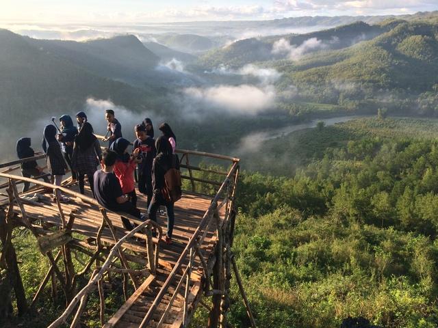 Surga  Foto di Anjungan Puncak Panguk
