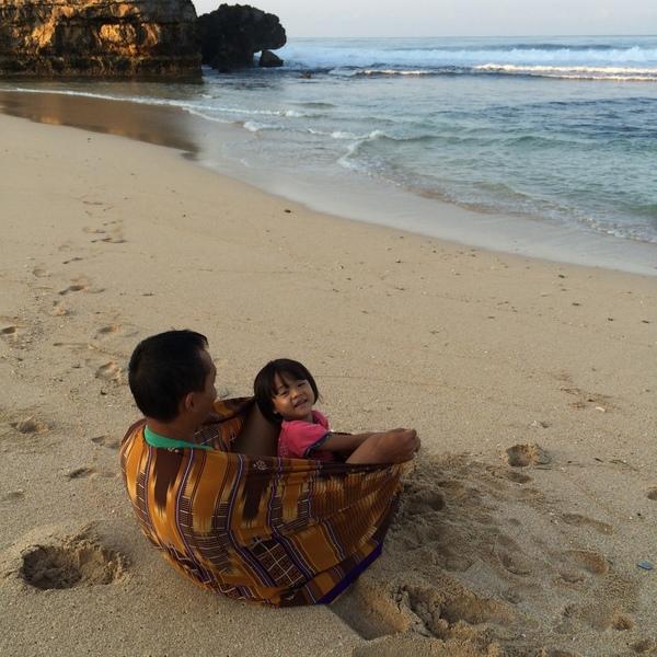 Merenungi Kebesaran Tuhan di Pantai Drini - Gunungkidul