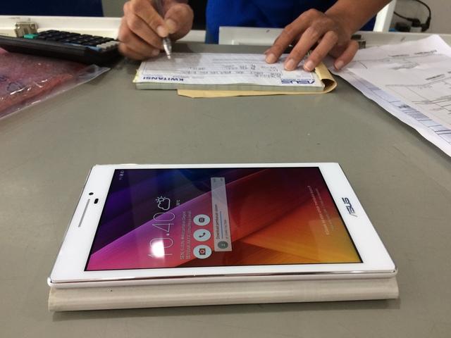 Penyerahan Tablet ASUS Zenpad C7 di Service Center Jogja