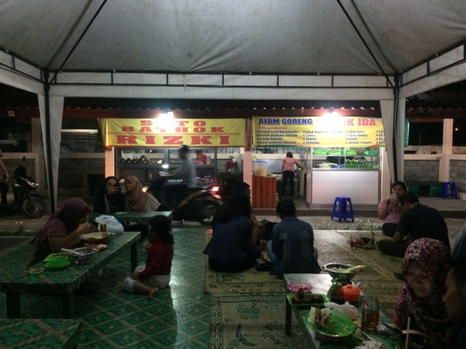 Taman Kuliner Wonosari Gunungkidul: Soto Bathok Rizki dan Ayam Goreng Mbak Ida