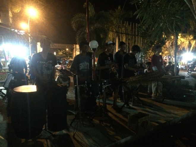 Taman Kuliner Wonosari Gunungkidul: Live Music Etnic Accoustic