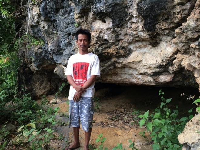 Pak Topan dan Gua Pertapan - Turunan Girisuko Panggang Gunungkidul Yogyakarta