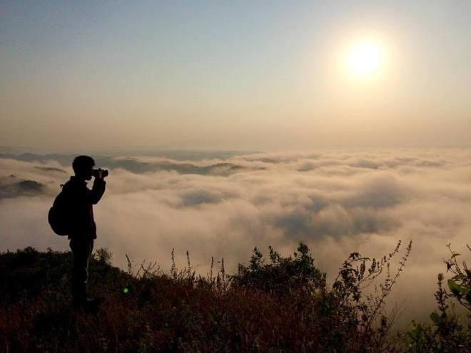 Memotret Sunrise berbalut kabut di Watu Payung - Turunan Geoforest Panggang Gunungkidul