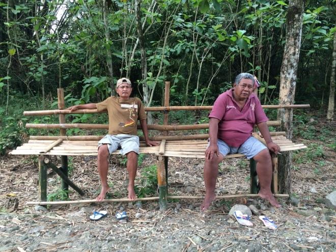 Dua Pria Duduk di Balai Balai Bambu di Dusun Bangunsari Desa Candisari Kecamatan Semin - Gunungkidul