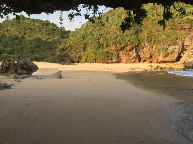 Hamparan Melankoli di Pantai Kayu Arum Kanigoro Saptosari Gunungkidul Yogyakarta