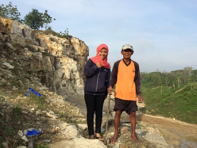 Pak Ponco, Pekerja Tambang Pemecah Batu di Tebing Telaga Biru Candirejo Semin Gunungkidul