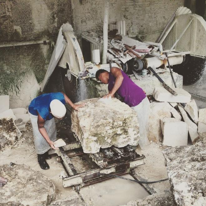 Pekerja Tambang di Pabrik Batu Alam di Telaga Biru Candirejo Semin Gunungkidul