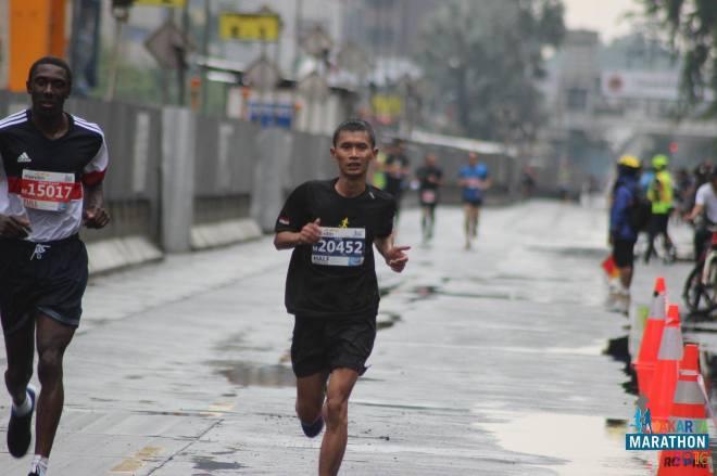 jakarta-marathon-hujan