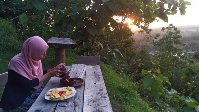 Menikmati Senja di Watu Lumbung - Kretek - Bantul