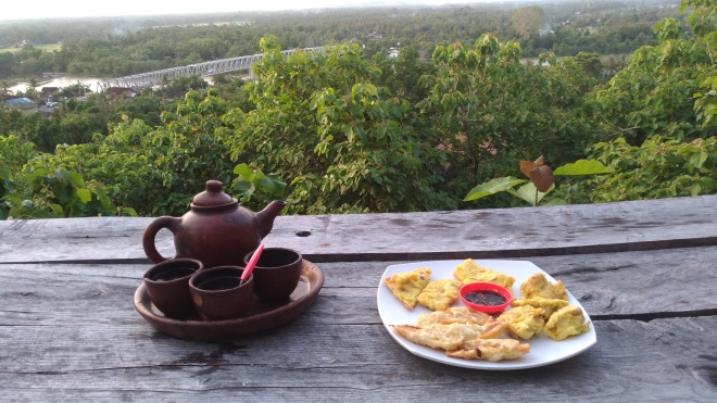 Menikmati Teh Poci dan Gorengan di Watu Lumbung - Kretek - Bantul